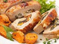 Месно руло от свинско каре с плънка от спанак, бекон, синьо сирене и горчица
